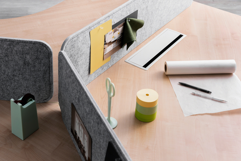 LexCo办公桌.jpg